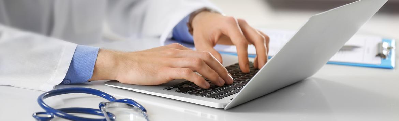 die-praxis-banner-kontaktaufnahme-am-laptop-facharztpraxis-fur-bauch-und-enddarmchirurgie-berlin-mitte